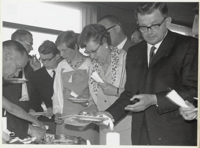 """91702 - Made en Drimmelen. Warm / koud buffet na de officiële opening van de nieuwe Jachthaven """"De Biesbosch"""""""