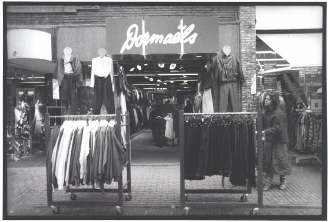 021934 - Vrijetijdskleding Dormaëls in de Heuvelstraat