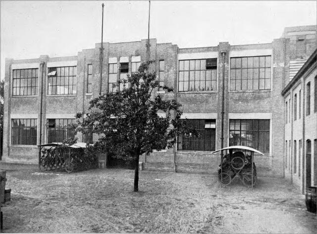 054560 - Voorgevel van de nieuwe stoomschoenfabriek Ligtenberg te Dongen.