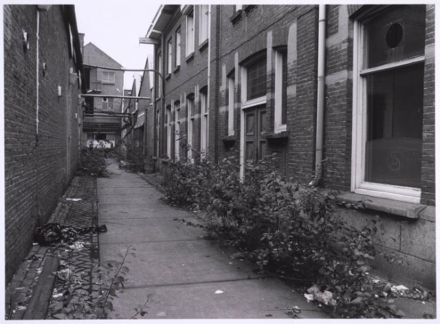 022715 - Textiel. Gedeelte van het fabriekscomplex van Swagemakers - Bogaerts aan de Hoogvensestraat in oktober 1981, kort voor de sloop