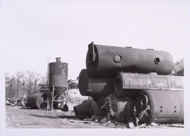 014204 - Oplagplaats van oud ijzerhandel Van Raak aan de Alpenlaan