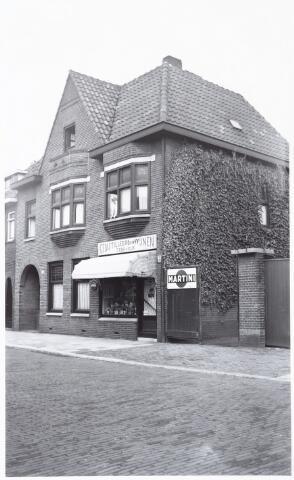 027371 - Winkelpand met woonhuis. Nijverstraat 78, Gedistilleerd en Wijnen Gebr. v. Dijk.
