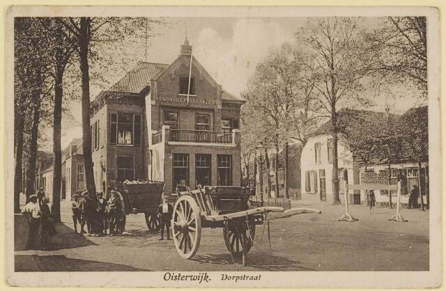 073687 - Het Koninklijk Postkantoor aan het eind van de Dorsstraat.