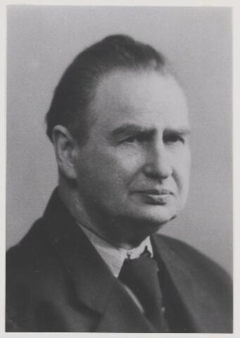 079314 - Dr. Franciscus Antonius Wilhelmus Maria De Sain. geboren 31 oktober 1888 te Amsterdam. overleden 26 November 1959 te Oisterwijk. Huisarts te Oisterwijk en verbonden met het Rode Kruis aldaar. Hij was gehuwd met Elisabeth Nuyens.