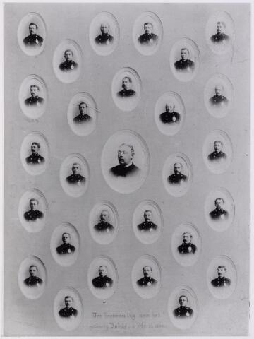 041575 - P.T.T., Post, Telegraaf, postzegels, postbrieven.   Ter herinnering aan het 40-jarig jubileum op 1 april 1894 van het postkantoor te Tilburg. In het midden postdirecteur J.L.L.P.M. van Sasse van IJsselt. Het personeel rijen van boven naar onder, vlnr:  W. Simons, v. Veghel, W. Beks, F. v. Morkhoven,              Alph. vd Pol,                  W. Kruissen, Riemen,                    Tieleman,                Mutsaeers,              A. Coehorst,                 Jongbloets, W. Snijders,                                            H. Broers,              J.. Teurlings, Sasse v. Ysselt, v. Grinsven, H. Verhoof,    W. Hovers,    Obbens,        Herweg,                  L. van Esch,                    J. van Amersfoort, M. vd Meyden                                             Brekelmans,                H. Donders,                       Mols, Sips,                                                             J. de Beer,