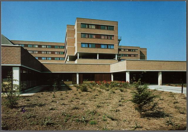 011242 - Elisabethziekenhuis. Gezondheidszorg. Ziekenhuizen. Zijgevel St. Elisabethziekenhuis aan de Hilvarenbeekseweg, geopend in november 1982