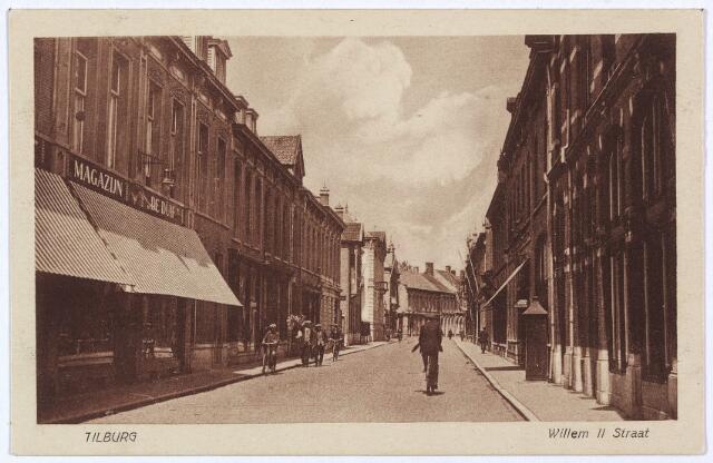 """003036 - Willem II-straat vanuit de Heuvelstraat, links magazijn """"de Duif""""."""