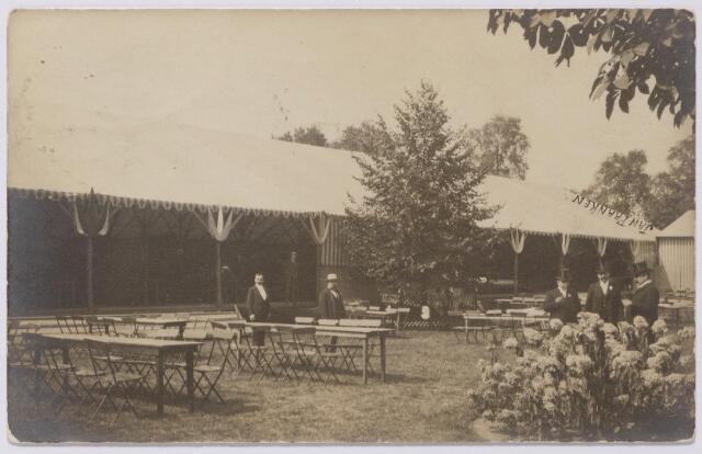 043902 - Zomerkermis in de tuin van de Philharmonie.