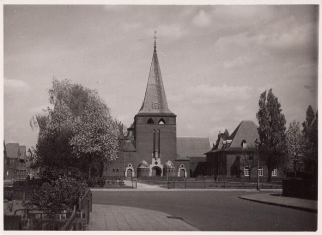 033236 - R.K. Kerk van de Kleine H. Theresia aan het Theresiaplein