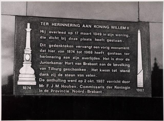 036104 - Stadhuisplein. plaquette onthulling gedenknaald Obelisk.