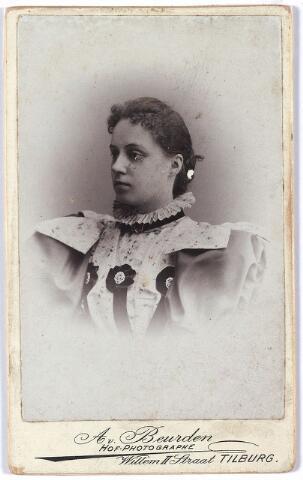 004479 - Catharina Henrica Huberta (Cato) van der HEIJDEN (Tilburg 1878) dochter van de huisarts Henricus A.H. van der Heijden  en Maria Cornelia Roomer.