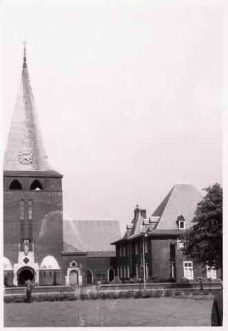 033246 - R.K. Kerk van de Kleine H. Theresia aan het Theresiaplein