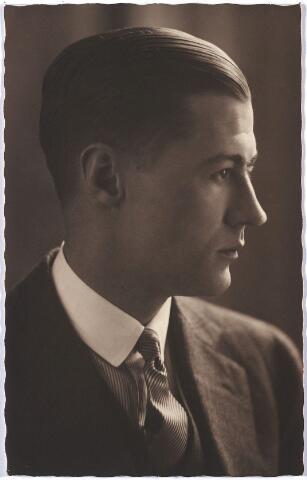 004590 - Emile HOUBEN, zoon uit het tweede huwelijk van Jan M.C. Houben (1868-1936) met Anna H.W.M. Janssens (1871-1950). Hij trouwde met Nel Wassen.