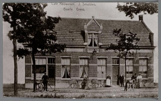 065487 - Restaurant café pension en woonhuis van Frans J. Smulders en Maria Verhoeven uit Oisterwijk. Dit café was gelegen aan de grens bij Baarle.