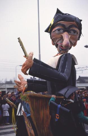 656873 - Carnaval Tilburg. Carnavalsoptocht in 1987.  Praalwagen met studenten thema tijdens d'n Opstoet.