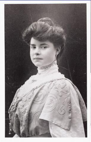 007811 - Anna Henrica Gertrudis Rijven geboren Tilburg 18.1.1883 en aldaar overleden 31.3.1959, dochter van Adrianus Rijven en Johanna Francisca Schoffers, trouwde A.J.C. Heerkens.