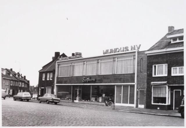 028538 - Het bedrijfspand van Mundus N.V. aan de Piushaven