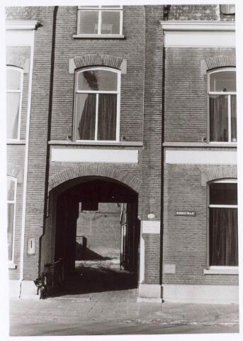 019473 - Toegangspoort tot het fabriekscomplex van de firma Simon de Cock aan de Goirkestraat