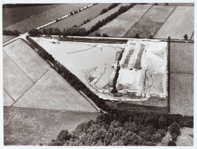 062436 - Luchtfoto van de Stortplaats Elissen aan de Baksevenweg