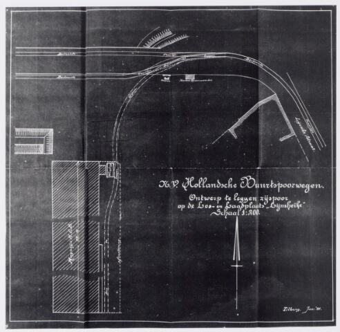 045292 - Gedeelte van twee lossporen op de Goirke Kanaaldijk met gestippeld het ontworpen zijspoor naar het magazijn van de N.C.B.