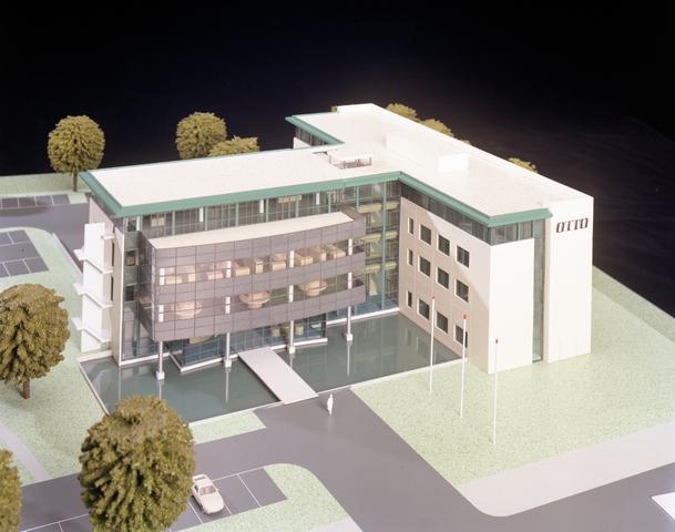 D-000941-1 - Architectenbureau Bollen: maquette kantoorpand Otto B.V. aan de Charles Stulemeijerweg