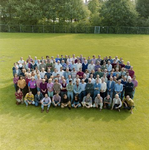 1237_012_957_001 - Onderwijs. Groepsfoto met de medewerkers van De Westhoeve, school voor lager technisch onderwijs aan de Reitse Hoevenstraat in september 1992.