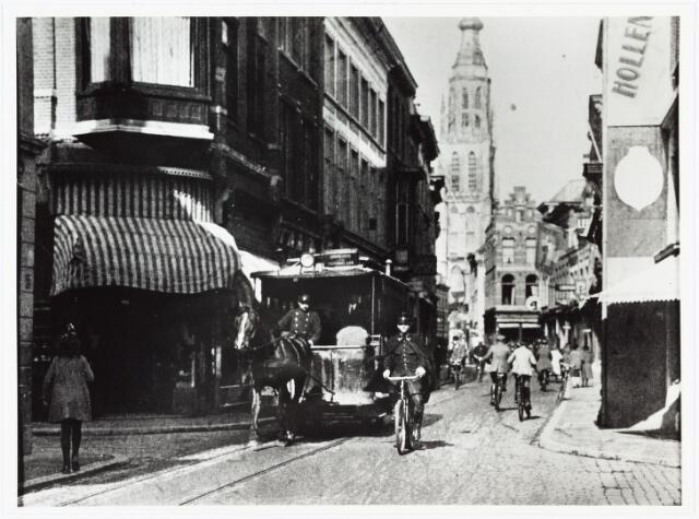 007208 - Gezicht op de Eindstraat vaf kruising met Karnemelkstraat-Houtmarkt en Ginnekenstraat. Het bijzondere van de afgebeelde pony-tram is , dat het de laatste rit van de gemeente tram is, van het station op weg naar Ginneken. op 1 oktober 1925 werden 2 autobussen ingezet.