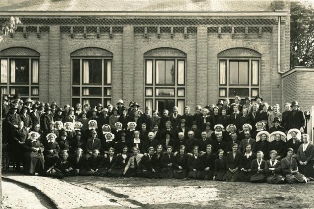 600426 - Viering van het eerste lustrum van de R.K. Boerinnenbond in Udenhout.
