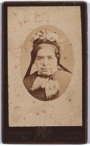 003918 - Arnolda VAN LOON, geboren te Lage Mierde op 4 juni 1820, overleden te Tilburg op 12 november 1884. Trouwde op 23 mei 1855 te Tilburg met Wilhelmus Claassen, van beroep bakker, geboren op 27 mei 1812 te Berkel c.a., overleden op 22 juli 1877 te Tilburg.  Zij was lid van de Vereniging van het H. Sacrament.