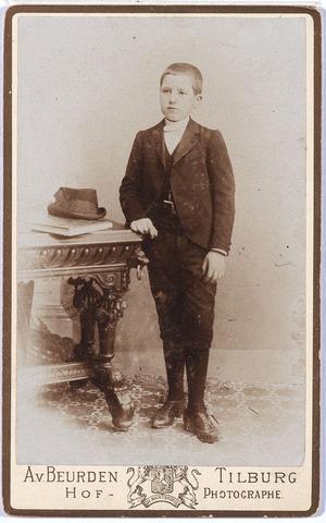 004956 - Waarschijnlijk: Henri of Harrie KNEGTEL (Henricus Josephus Alphonsus Maria, Tilburg 1883 - Luzaka, Congo 1929). Zie foto nr. 4957 en 4958