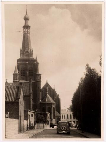 035977 - R.K. kerk van de H. Dionysius van het Heike thans Stadhuisplein