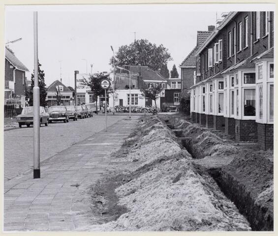 102196 - Het tangentenstelsel aan de Van Liedekerkestraat nadert zijn voltooiing.