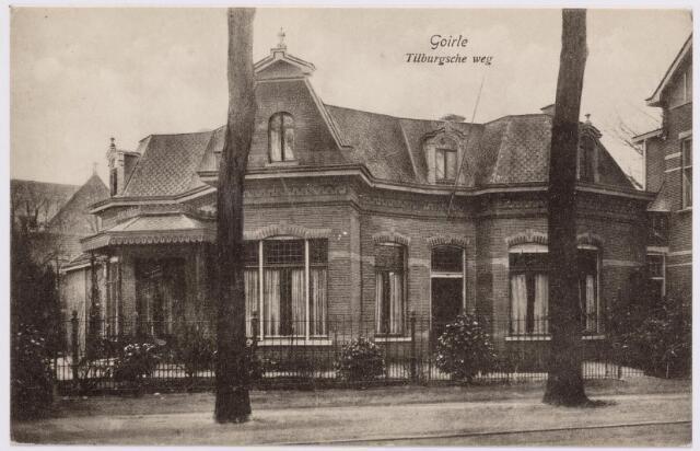 046608 - Tilburgseweg 26. De villa van fabrikant Jan Baptist van Besouw. Hij liet deze villa bouwen in de zogenaamde Franse burgerstijl. De Tilburger E. Fremau was de architect.