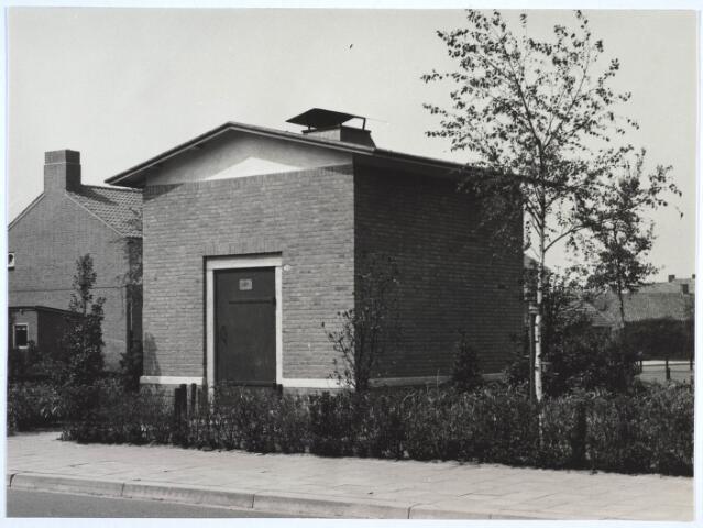 023429 - Hoogspanningshuisje op het Kamerlingh Onnesplein naar een ontwerp van architect W. Vintges.