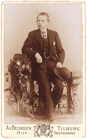 003572 - Carolus Josephus Maria (Karel) Berghegge, geboren Tilburg 9 maart 1885 , overleden te Brussel, begraven Goirle 24 april 1965, zoon van Josephine Maria Margaretha Houben (1853-1920) en Johannes Antonius Berghegge (1850-1922)