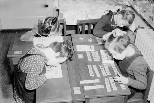 050304 - Onderwijs. Cursus B.L.O. kinderen aan het werk.