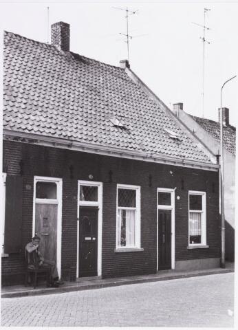 034427 - Lijnsheike 131 (middelste woning) en 129 (rechts); thans heet dit deel van de straat Von Weberstraat. De meeste huizen aan het Lijnsheike zijn inmiddels gesloopt.