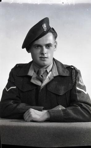 654775 - Portret van een militair (sergeant)