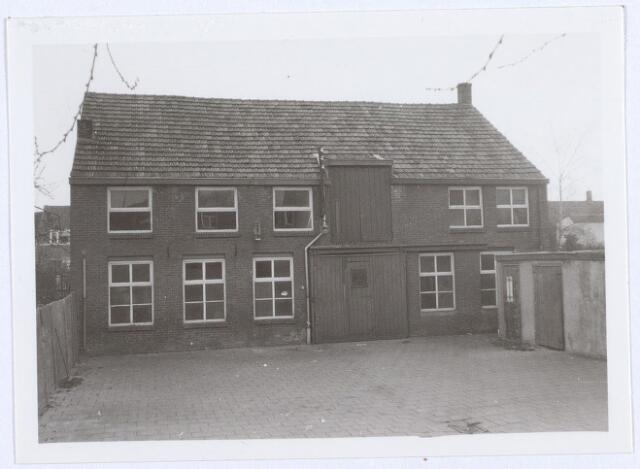 014098 - Drankgroothandel van de weduwe F. Brouwers aan de Akkerstraat. Linksboven was het woongedeelte