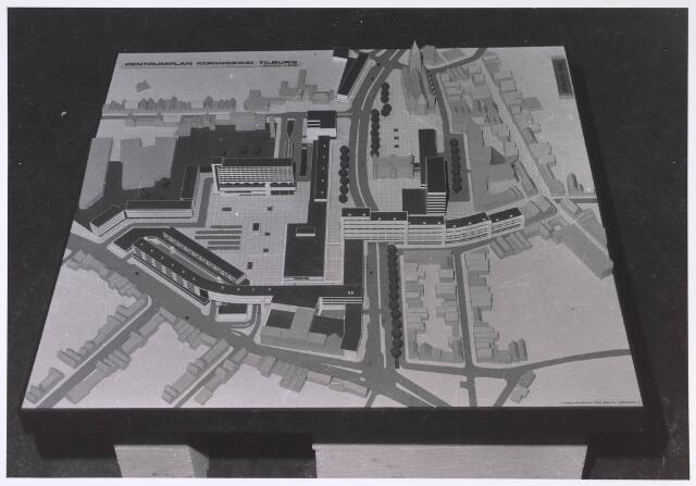 024044 - Maquette van het Koningsplein zoals dat er na senering van de wijk Koningswei zou gaan uitzien