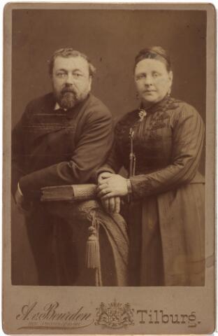 003949 - Nicolaas Peter Joseph (Klaas) DAAMEN, geb. 28-4-1838 ovl. 9-2-1921, en zijn vrouw Antonetta Huberta Panis (1834-1896) met wie hij in 1864 gehuwd was.
