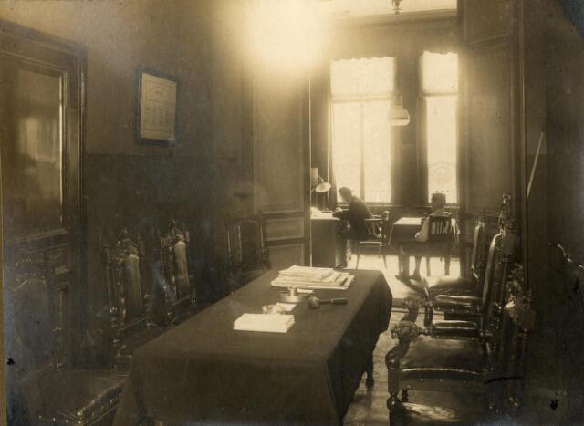 602083 - Privékantoor en vergaderzaal van de Arbeidsbeurs aan de Markt 9 in Tilburg.