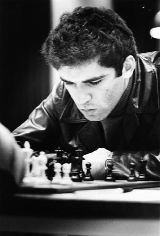 1238_F0271 - Schaakkampioen Garri Kasparov tijdens het Interpolis toernooi. Vermoedelijk 1991.