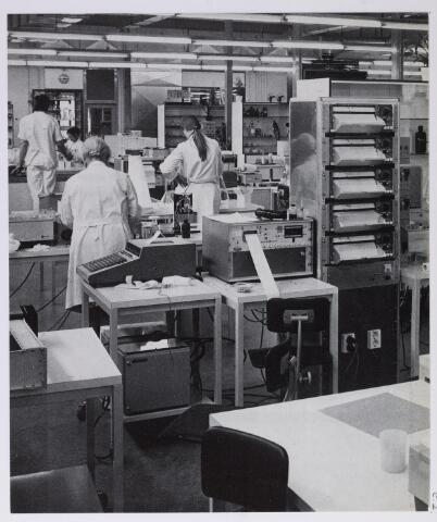 041731 - Elisabethziekenhuis. Gezondheidszorg. Ziekenhuizen. Interieur van het vernieuwde klinisch-chemisch laboratorium van het St. Elisabethziekenhuis