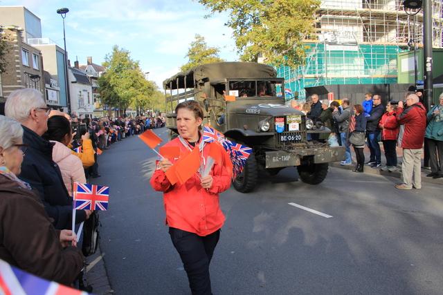 658374 - Tilburg 75 jaar bevrijd. Een optocht met militaire voertuigen en taptoe door de Tilburgse binnenstad op 27 oktober 2019.