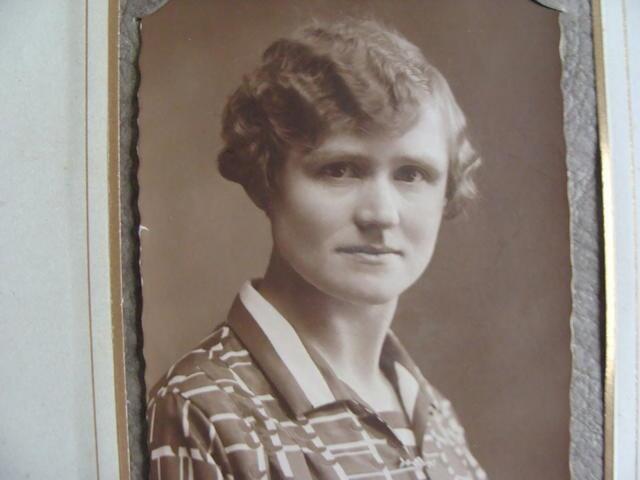 604389 - Mariëngaarde. Tweede Wereldoorlog. Oorlogsslachtoffers. Anna Philomena C.M. van Dijk, geboren in Tilburg op 22 september 1891 en overleden te Tilburg op 2 februari 1945. Ze kwam om door een V1 die neerkwam op de kapel en keuken van pension Mariëngaarde en het aangrenzende deel van de van Meursstraat.