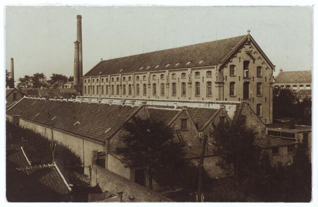 000618 - Fabriekscomplex van C. Mommers aan de Goirkestraat. De hoogbouw werd in twee fasen gebouwd, in 1885 het achterste deel en in 1894 het voorste deel. De weverij op de voorgrond, het oudste deel, werd gebouwd in 1877.