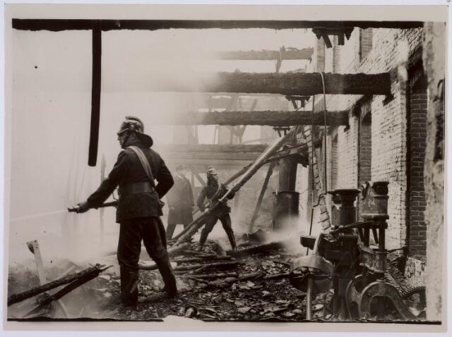 019034 - Brand in de N.V. Stoomschoenfabriek v/h L. de Beer aan de Goirkestraat 10.