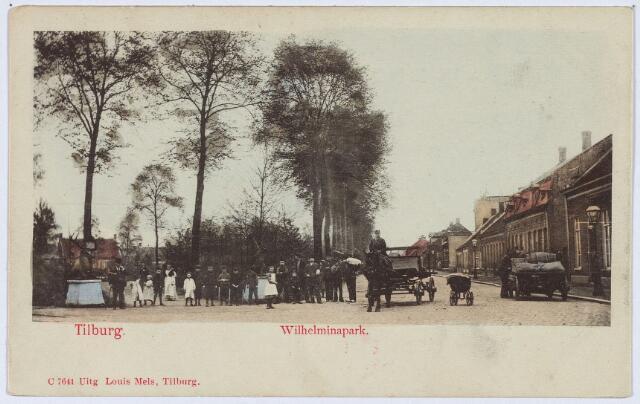 002828 - Ingang Wilhelminapark. Rechts enkele vrachtkarren.