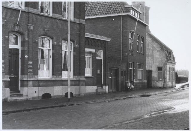 024539 - Zuidzijde van het Korvelplein, met links het voormalige huis van textielfabrikant Diepen